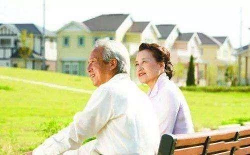 老人是否被科技边缘化?在美国生孩子解决养老问题